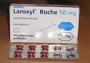 Français : boîte de Laroxyl Roche 50 mg Amitip...