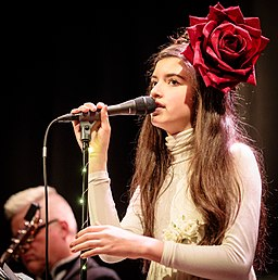 Angelina Jordan with The Real Thing Cosmopolite 2017 (212619)