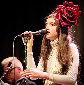 Angelina Jordan with The Real Thing Cosmopolite 2017 (212619).jpg