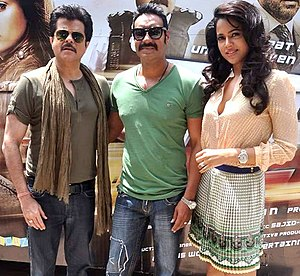 Sameera Reddy - Reddy with Anil Kapoor(left) and Ajay Devgan(middle) during the promotion of their film Tezz