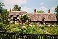 Ann Hathaway Cottage, Stratford-Upon-Avon, England (9816921776).jpg