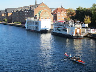 Applebys Plads - The two ships