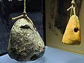 Archäologie im Parkhaus Opéra - Horgener Kultur - Webgewichte aus Ton 2013-03-10 16-14-18.jpg