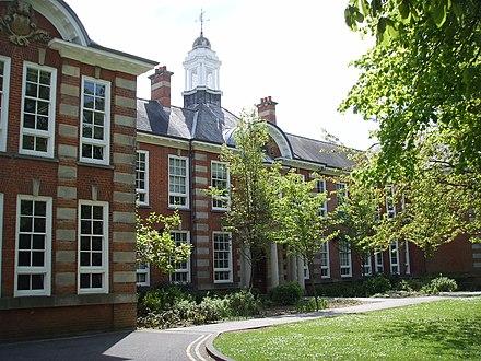 collegiate research university located - HD2592×1944