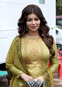 Ayesha-Takia-Azmi-snapped-on-location-for-a-photoshoot-at-Aarey-Colony-.jpg