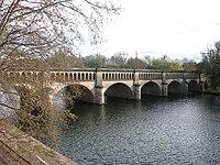 Béziers, Canal du Midi crosses Orb.jpg