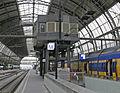 Bahnhof Amsterdam Centraal 12 Posten B.JPG