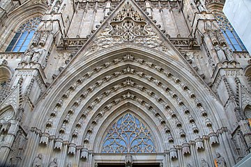 Barcelona Cathedral Entrance Carving (5832712530).jpg