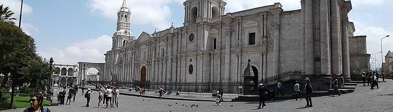 Archivo:Basilica Catedral de Arequipa.jpg