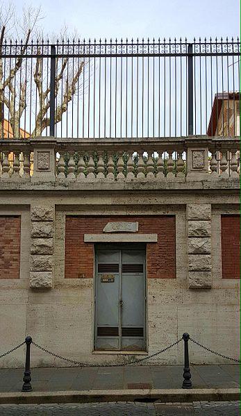 File:Bassorilievo Muzio Scevola a Roma.jpeg