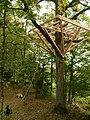 Baumhaus Plattform Konstruktion mit Baumschrauben im Baum befestigt.jpg