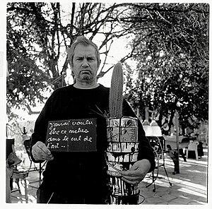 Ben Vautier - Image: Ben Vautier holding a cactus