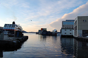 English: Bergen harbour, Norway. Hurtigruten c...
