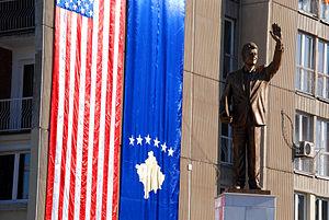 Bill Clinton Boulevard - Image: Bill Clinton statue