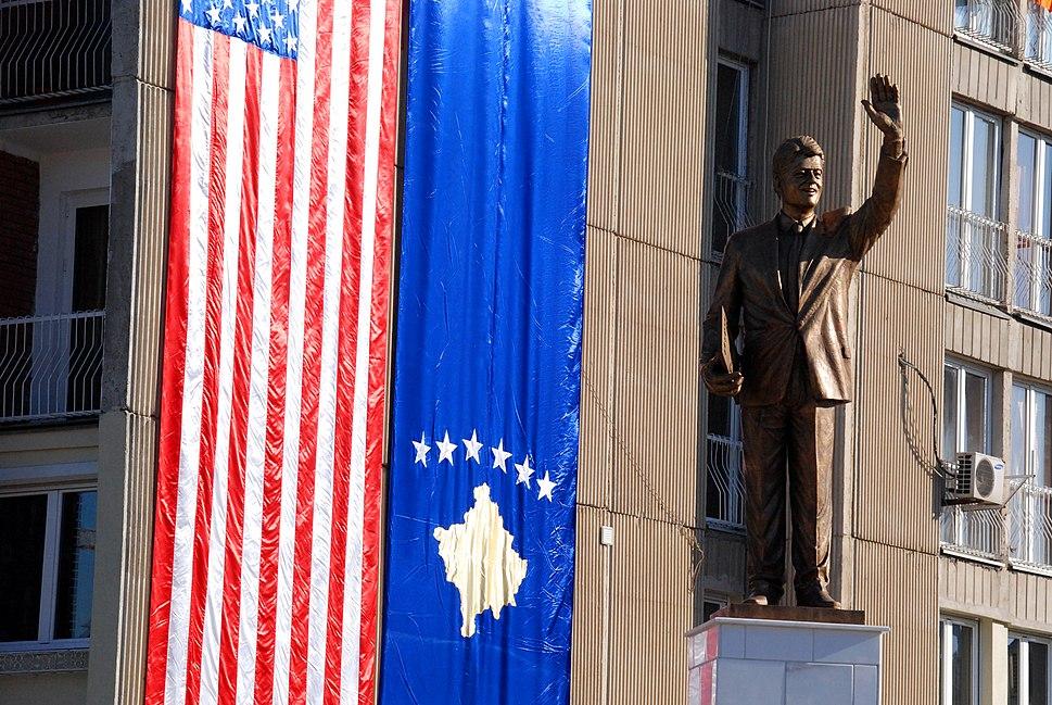 Bill Clinton statue.jpg