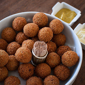 Bitterballen - Bitterballen are usually served with mustard