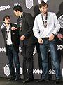 Blitzweltmeister Grischtschuk und die Nächstplatzierten Vachier-Lagrave (li.) und Kramnik in Berlin 2015.JPG