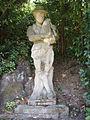 Boboli, isolotto, statua laterale 05 suonatore di cornamusa.JPG