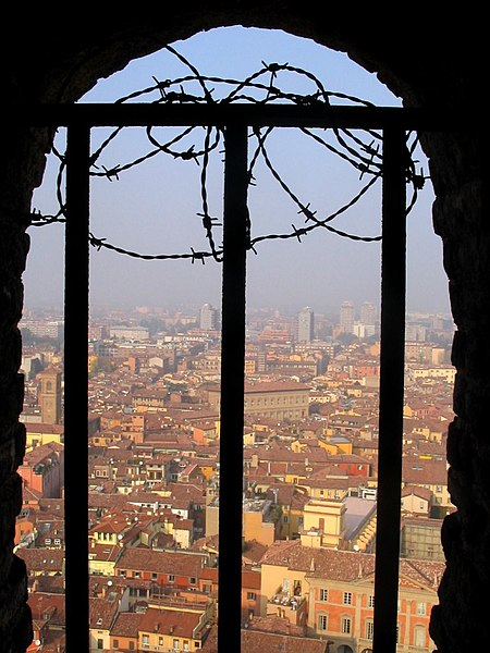 Bologna from the Torre degli Asinelli (photo by Calca from Wikimedia Commons)
