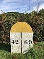 Borne indiquant la limite départementale entre Loire et Rhône - 2.jpg