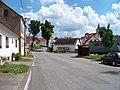 Borotín, podél severní strany náměstí.jpg