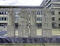 Bratislava Kramare skulptura pred nemocnicou.jpg