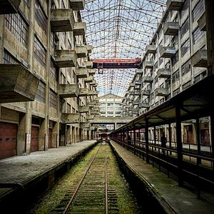 Brooklyn Army Terminal - Abandoned railroad tracks inside Brooklyn Army Terminal