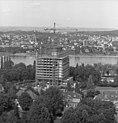 Bundesarchiv B 145 Bild-F025360-0006, Bonn, Blick vom Hochhaus im Tulpenfeld.jpg