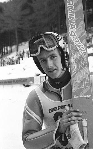Jens Weißflog - Image: Bundesarchiv Bild 183 1989 0131 038, Jens Weißflog bei DDR Skimeisterschaften