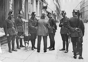 Sicherheitspolizei (Weimar Republic) - Policemen in Wedding search a man for weapons during a crackdown in 1931.