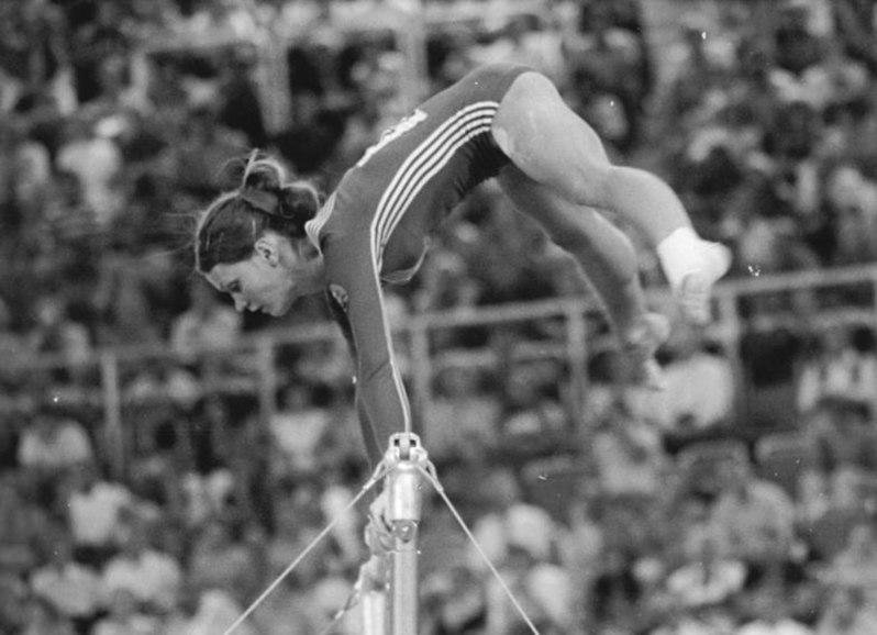 File:Bundesarchiv Bild 183-L0828-0201, XX. Olympiade, DDR-Turnerinnen, Karin Janz.jpg