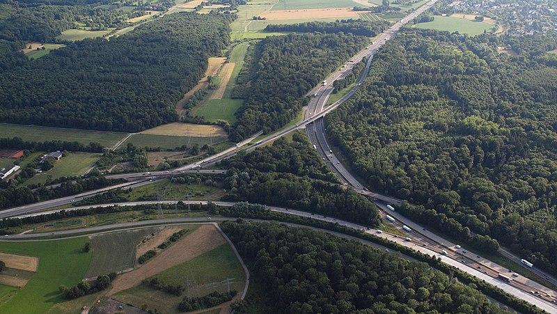 Datei:Bundesautobahn A5, Autobahndreieck Karlsruhe.jpg