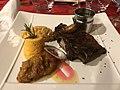 Côte de veau rotie aux gousses d'ail et jus aux champignons des bois (L'Auberge Rouge, Saint-Maurice-de-Beynost).jpg