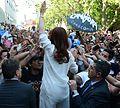 CFK saluda a militantes.jpg
