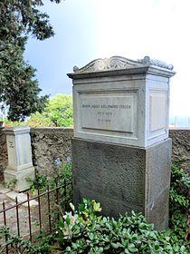 Capri Grave Jacques d'Adelswärd-Fersen (1880-1923) 2011-10-20.jpg
