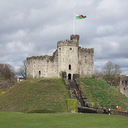 The Norman keep Cardiff Castle keep 2018.jpg