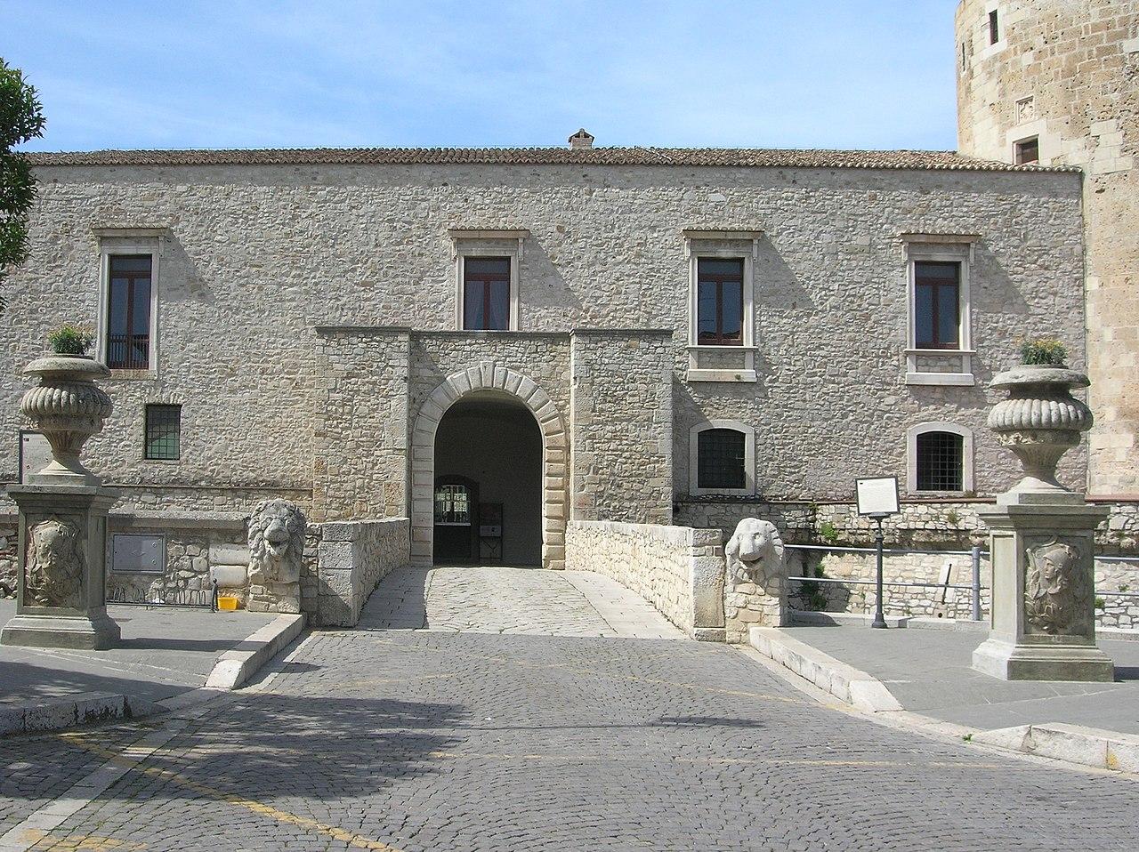 Castello Venosa3.jpg
