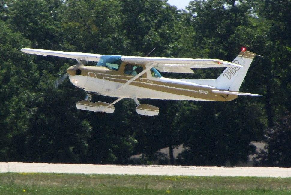 Cessna 152 - Howling Pixel