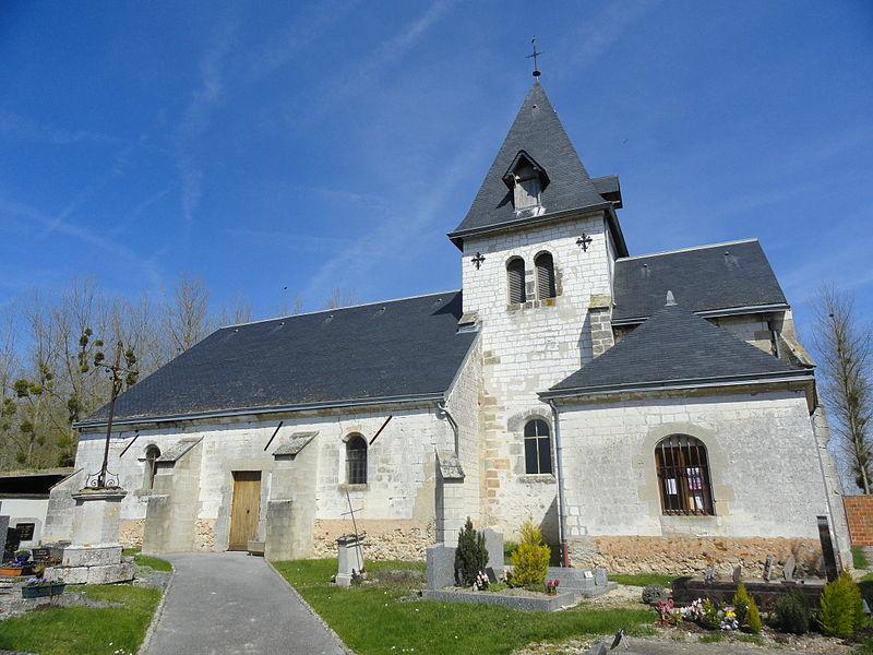 L'église Saint-Basle de Cherville et son cimetière.