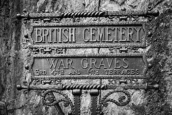 Cimitero dei caduti in Italia dell'esecito inglese nella II guerra mondiale.jpg