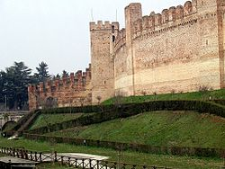 A view of a section of the Vicenza gate of Cittadella's walls from the outside