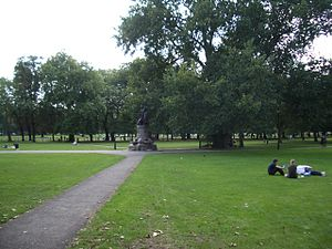Clapham - Image: Clapham Common by pavement with memorial 2005