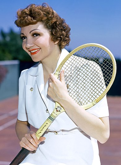 Colbert ready to play tennis, early 1940s Claudette-colbert-plays-tennis.jpg