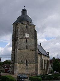 Clocher de l'Église Saint-Pierre-et-Saint-Paul à Cherré.JPG