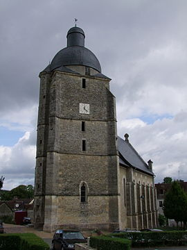 Clocher de l'Église Saint-Pierre-et-Saint-Paul à Cherré.JPG