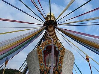Lhuntse District - Image: Close view of Chorten