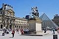 Cour Napoléon (Louvre) 06 2012 Paris 3031.jpg