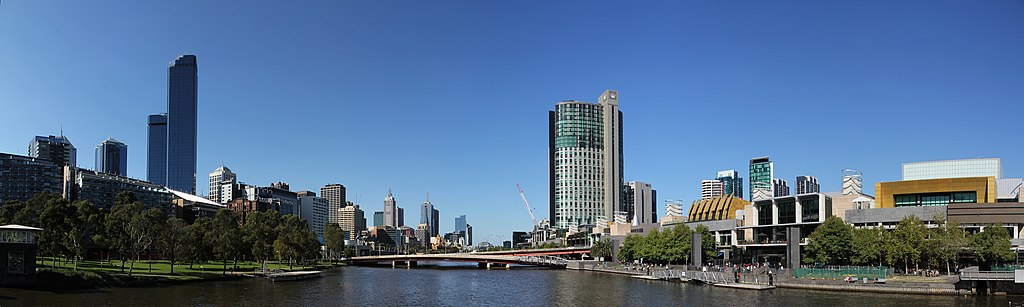 File:Crown Casino complex at South Bank of the Yarra River.jpg
