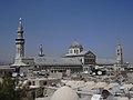 Damaskus, Blick über die Dächer der Altstadt zur Omayadenmoschee mit ihren drei Minaretten (26931123139).jpg