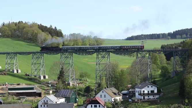 File:Dampfzug in Markersbach. 2H1A1380.webm